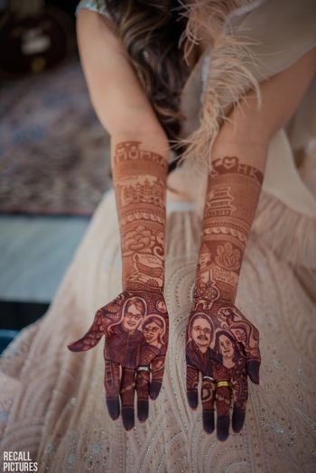 Photo of Cute parents caricatures as a bridal mehendi