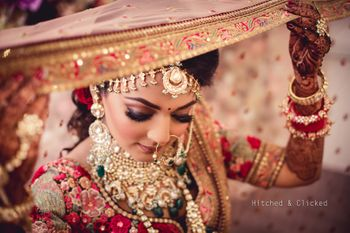 Photo of Bridal portrait using dupatta