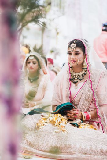 Photo of A Sikh bride in soft pink lehenga fir her anand karaj