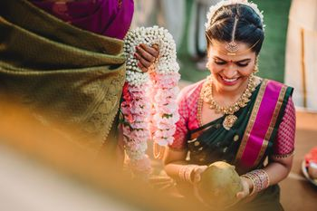 South indian bride with light pink jaimala for nuptials