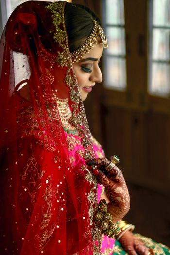Photo of Bridal pose idea with dupatta