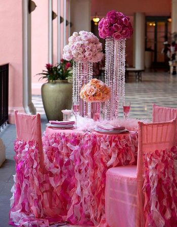 Glam decor idea with ruffled table cloth