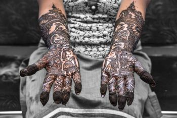 Half and half mehendi design with jaimala portrait