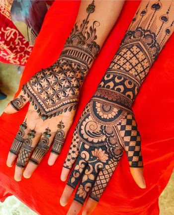 Mehendi design with jaal work and lotus motifs.