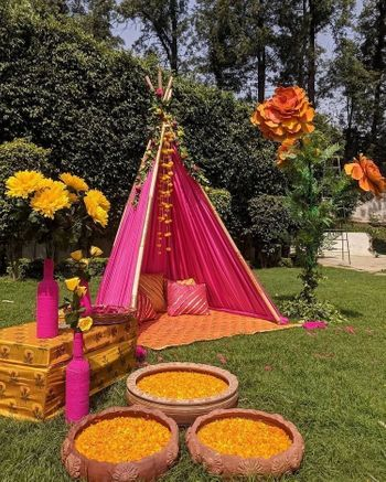 Teepee decor idea for a mehendi function