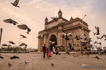 Classic pre wedding shoot at gateway of india