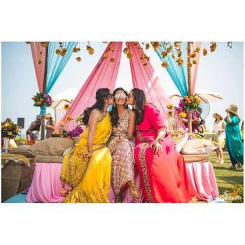 Bride with her bridesmaid on mehndi ceremony.