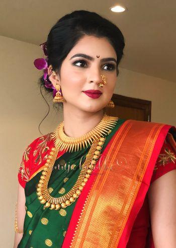 beautiful maharashtrian bride in traditional green and red paithani saree