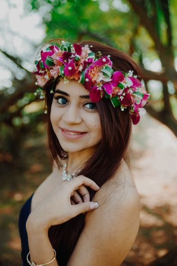 Photo of Unique hair wreath with orchids