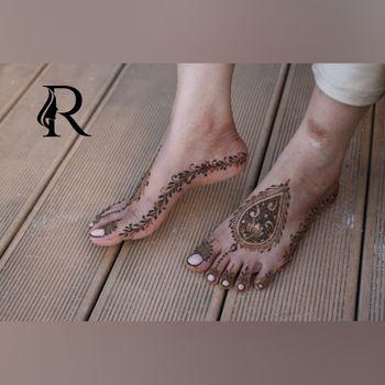 Intricate feet mehendi designs for brides
