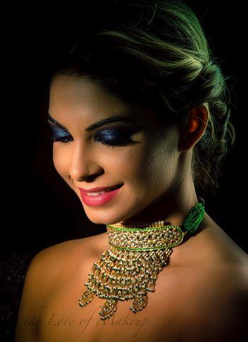 Green choker necklace