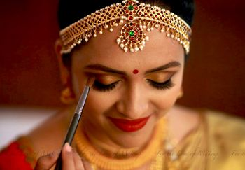 Photo of South Indian bridal look with pearl and gold mathapatti