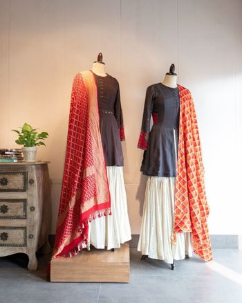 A brilliant combination of minimal brown & white lehenga with vibrant banarasi dupatta. Perfect for a mehendi.
