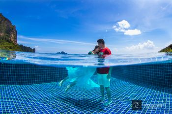 Underwater pre wedding shoot romantic pose