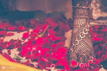 Pretty bridal feet mehendi design