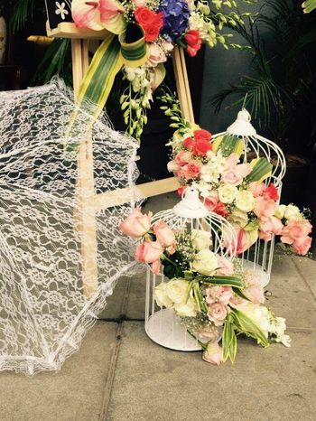 Cute floral arrangements with umbrella and birdcages