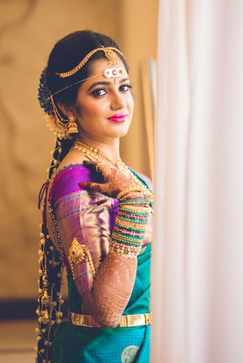 A south Indian bride wearing a contrasting blouse with embellished sleeves