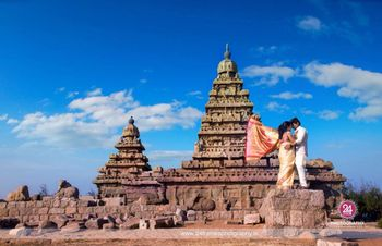 A couple pose infront of an ancient structure for their pre-wedding shoot