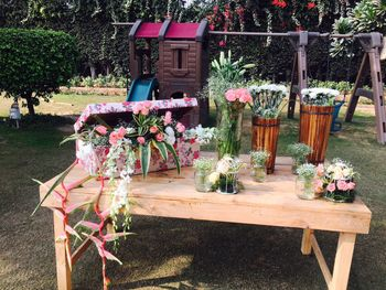 Pretty floral elements in day decor
