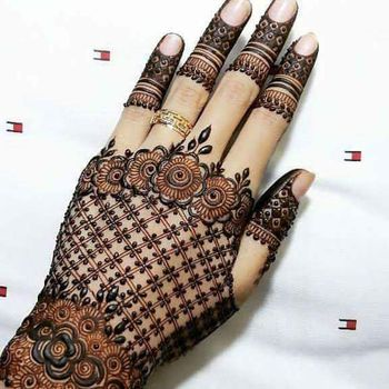 Photo of Lace glove style modern mehendi design