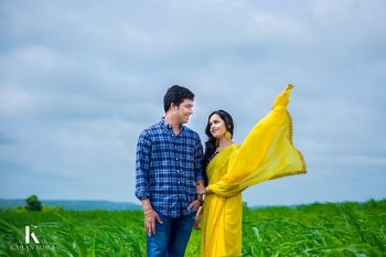 Simple outdoor field pre wedding shoot