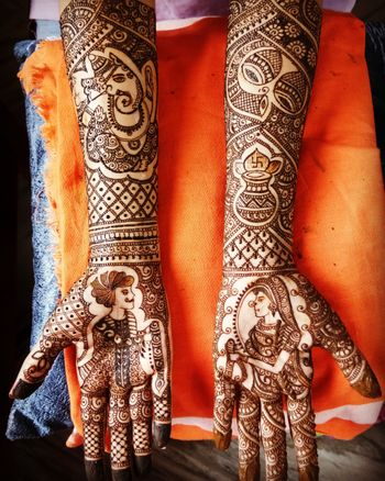 Unique bride and groom on mehendi for wedding
