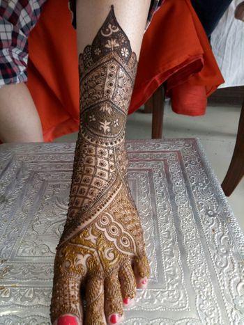 Intricate bridal feet mehendi