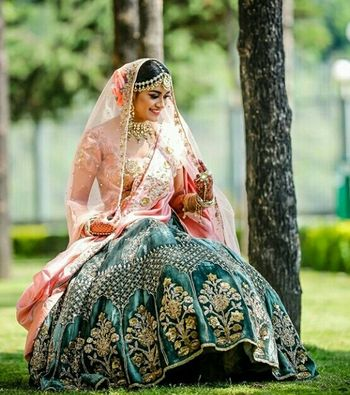 A bride in a contrasting turquoise and pink outfit