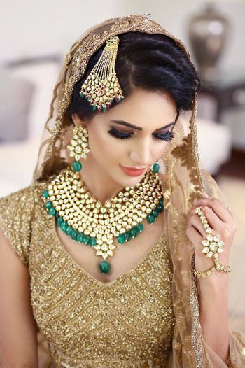 Photo of Contrasting bridal jewellery with green stones