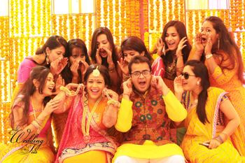 A fun Haldi shot, with bridesmaids.