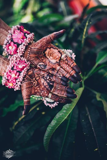 A bride flaunting her mehendi and haathphool
