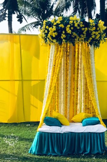 Mehndi photobooth idea with yellow and blue theme