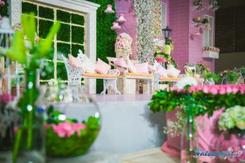 Photo of Pink and Green Floral Decor