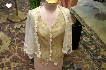 Photo of gold jacket with crochet can be worn by brides friend on mehendi