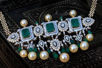 Photo of diamond and emerald choker with pearl drops