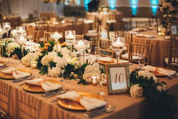Candle and floral decor ideas for wedding table.