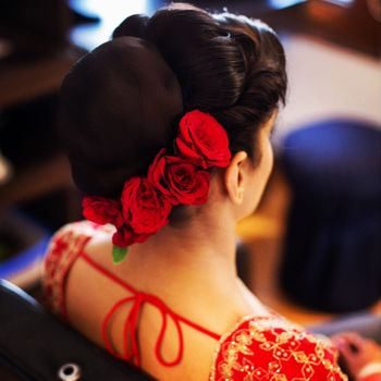 Bridal hairstyle with a bun and red roses