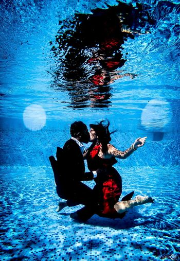 Underwater pre wedding shoot in the pool with couple kissing