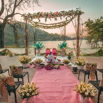 Minimal mandap decor with a rustic touch.