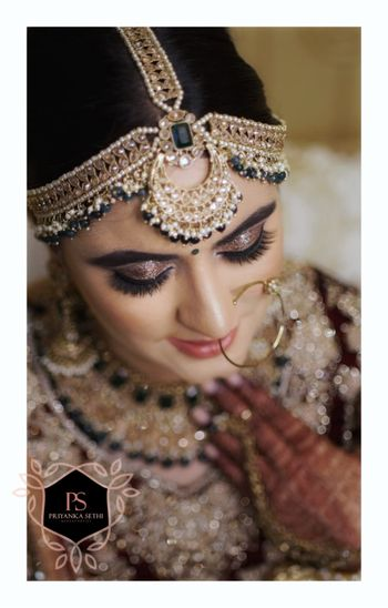Photo of Pretty u shaped crescent bridal mathapatti
