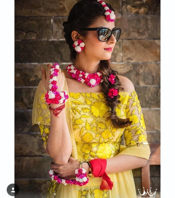 Mehendi jewellery ideas in pink and white florals