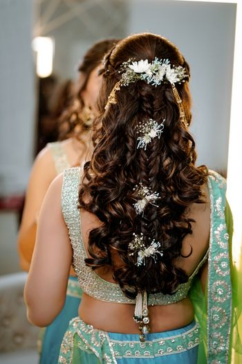Open hair style with flower bunches for mehendi