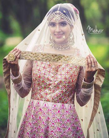 Pretty bridal portrait  for wedding day