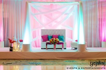 pink and blue cushions