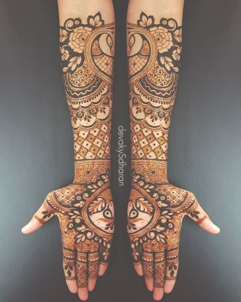 Unique bridal mehendi half and half design