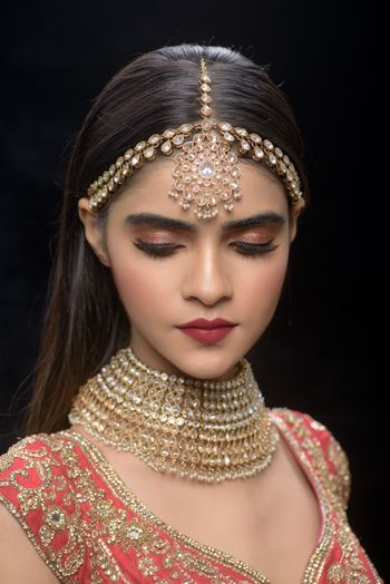 Pretty gold mathapatti with choker for wedding