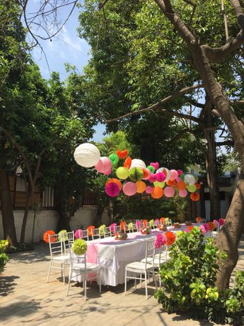 Colourful decor ideas for mehendi with paper lanterns