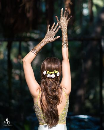 Open girly hairstyle for mehendi