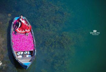 pre wedding in a boat