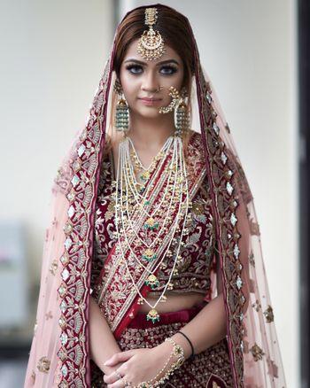 Photo of Contrasting jewellery with satlada
